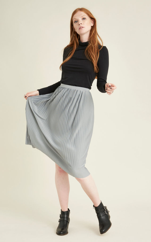 Ksamil sustainable pleated skirt by VILDNIS