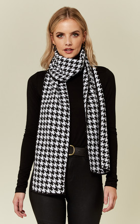 Houndstooth Check Scarf by UNIQUE21