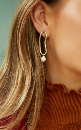 VALENCIA Geometric Earrings In Gold And Pearl by THE SF STORE
