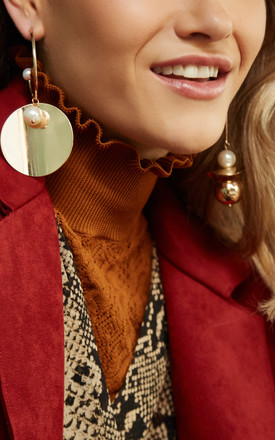 HAYES Irregular Mobile Earrings In Gold And Pearl by THE SF STORE