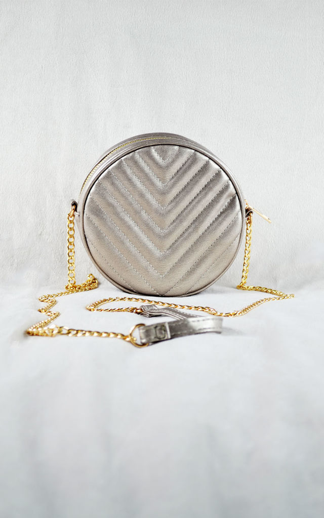 Gold Circle Chain Bag by Candypants