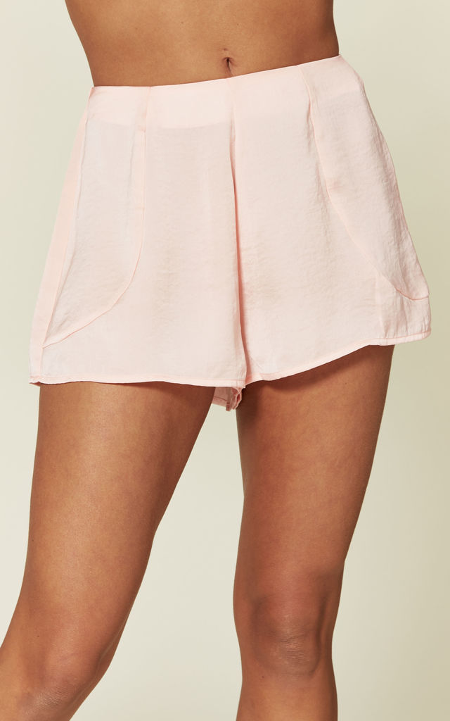 Ollie shorts in pink by Hella Sundays