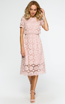 Powder dress with all-over lace by MOE