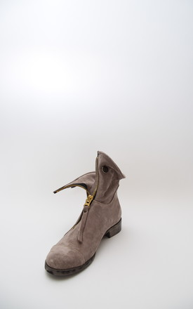 BEIGE SUEDE LEATHER WORKERS BOOTS WITH A ZIP by E&A Fashion