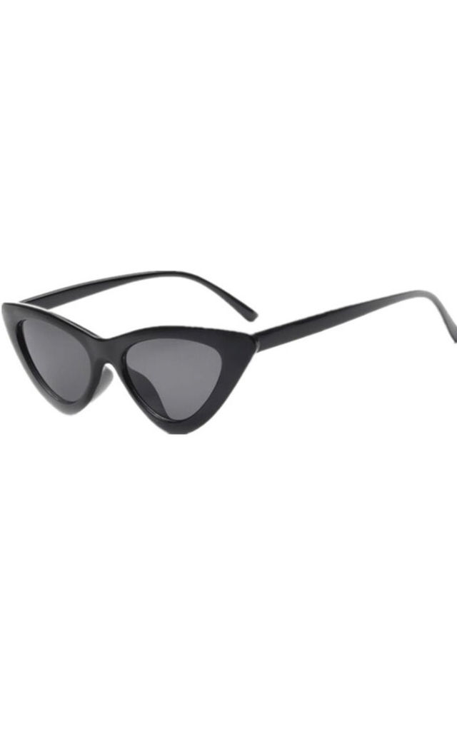 Black Vintage Cat Eye Sunglasses by Urban Mist