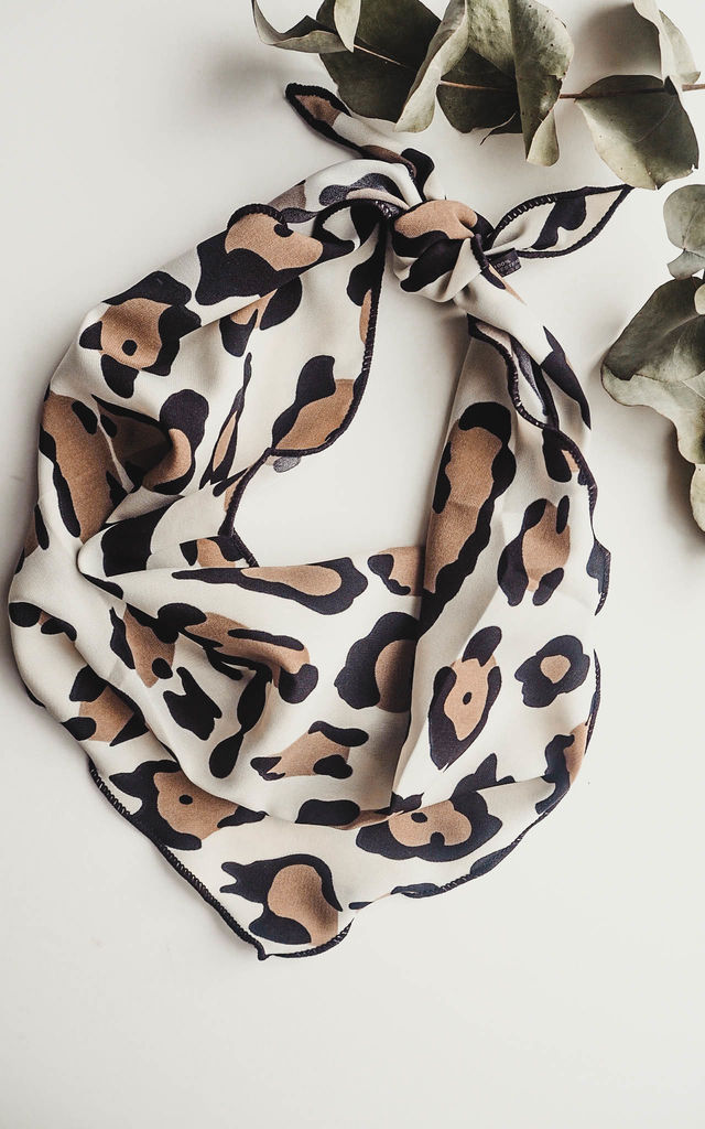 Alicia Leopard Print Scarf by Ajouter Store