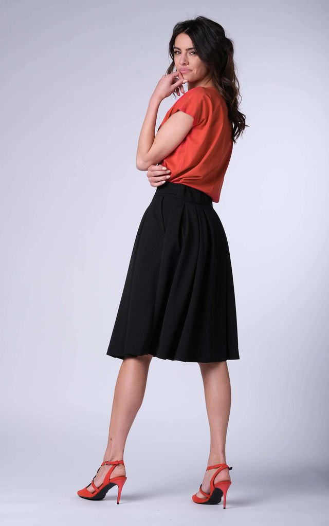 Loose Midi Skirt with High Waist and Pockets in Black by Bergamo
