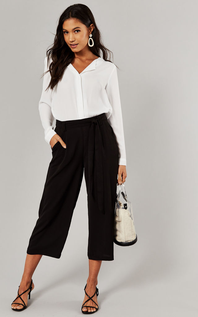 Cropped Trouser with tie waist in black by ONLY