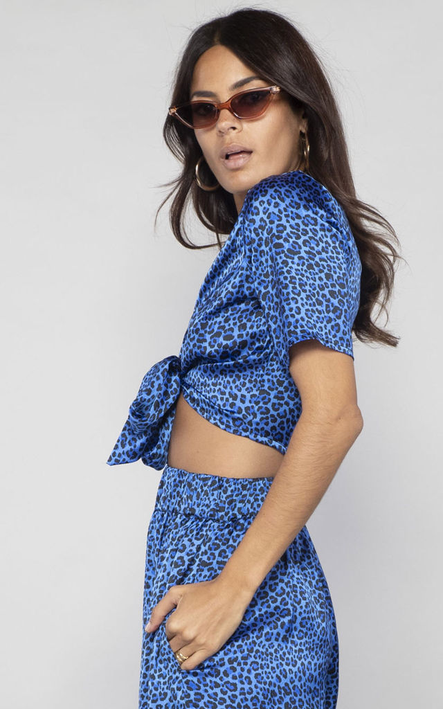 GIGI WRAP TOP in blue ditsy leopard image