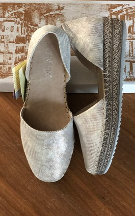 GOLD CUT OUT METALLIC GOLD LEATHER ESPADRILLES by E&A Fashion