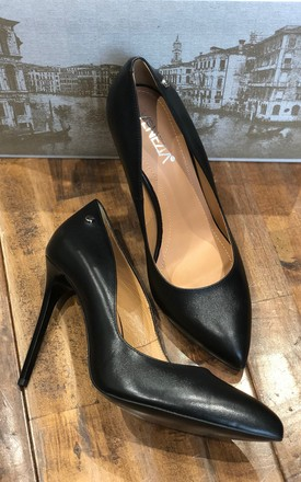 BLACK STATEMENT LEATHER HIGH HEEL COURT SHOES by E&A Fashion
