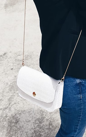 IT LEATHER SHOULDER BAG WITH GOLD CHAIN in WHITE by THE CODE HANDBAGS