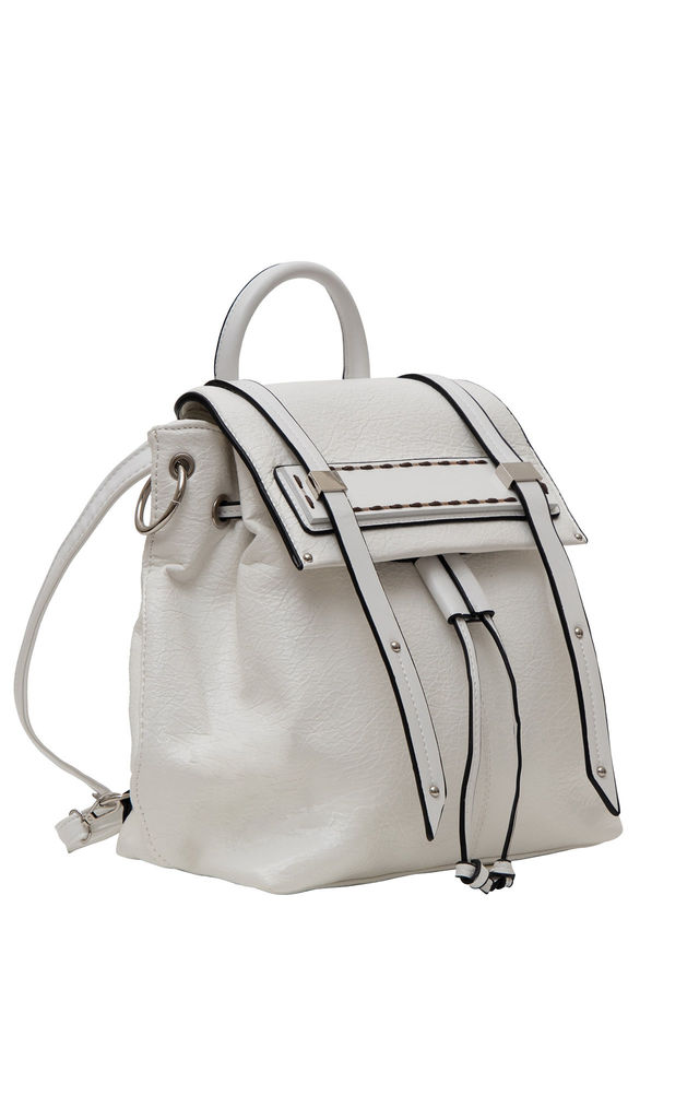 DRAWSTRING WOOD BAR BACKPACK WHITE by BESSIE LONDON