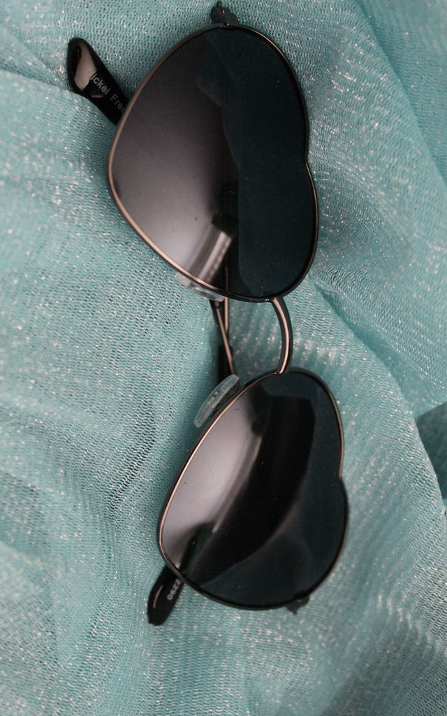 Black heart shaped sunglasses by KENNEDY