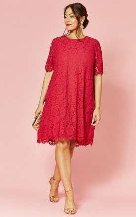 Plus Size Short Sleeve Lace Dress In Fuschia by Glamorous Product photo