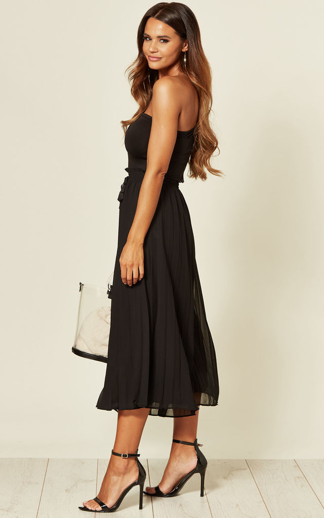 Flowy Pleated Culotte Trousers in Black by Yumi