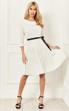 Pleated Dress With Contrasting Waist Tie In White by Bella and Blue Product photo