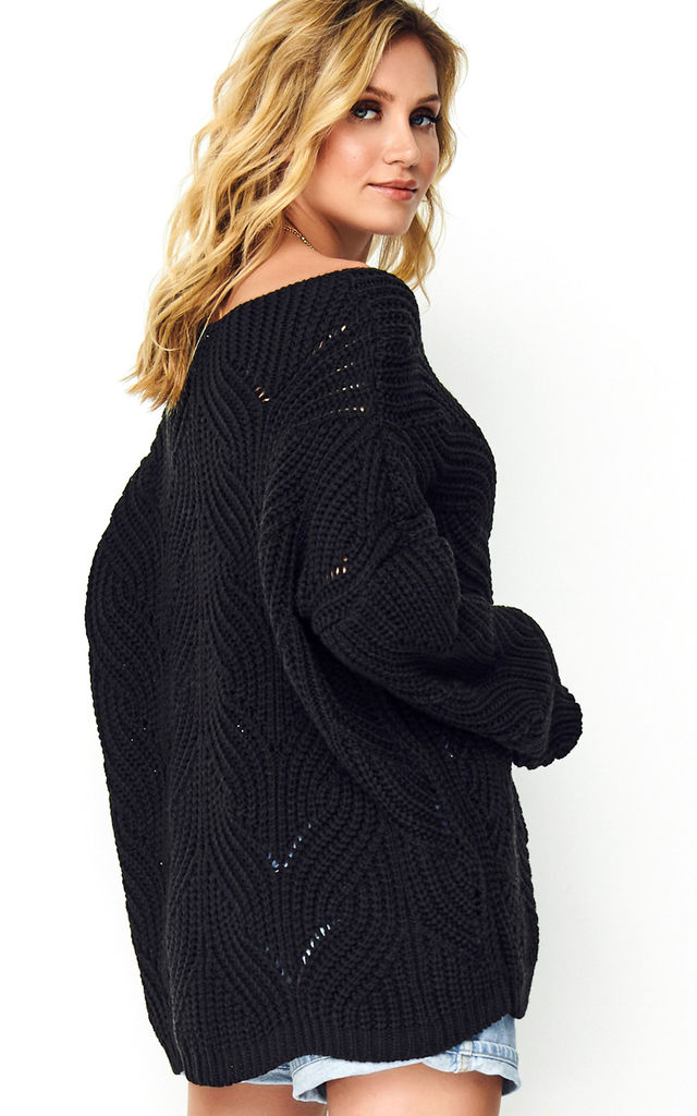Oversized Sweater with V-Neck in Black by Makadamia
