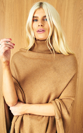 Knitted Poncho with Roll neck in Brown by VILA