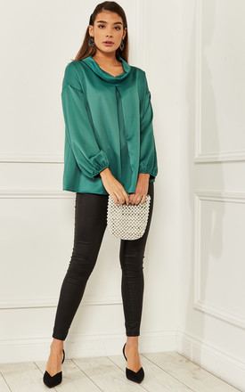 Silky blouse with Pleats in Green by Bella and Blue