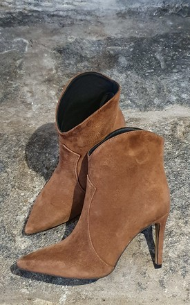 BROWN SUEDE HEELED ANKLE BOOTS by E&A Fashion
