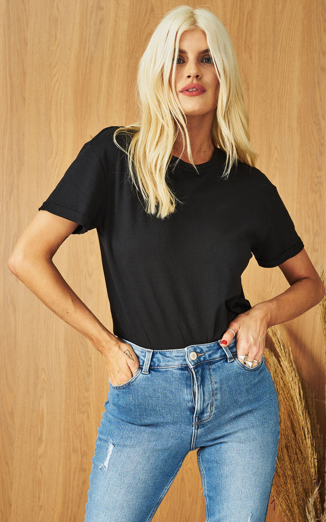 Short Sleeve Round Neck Tee in Black by Noisy May