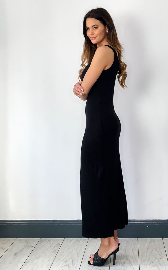 Sleeveless Maxi Dress with Scoop neck in Black by Pieces