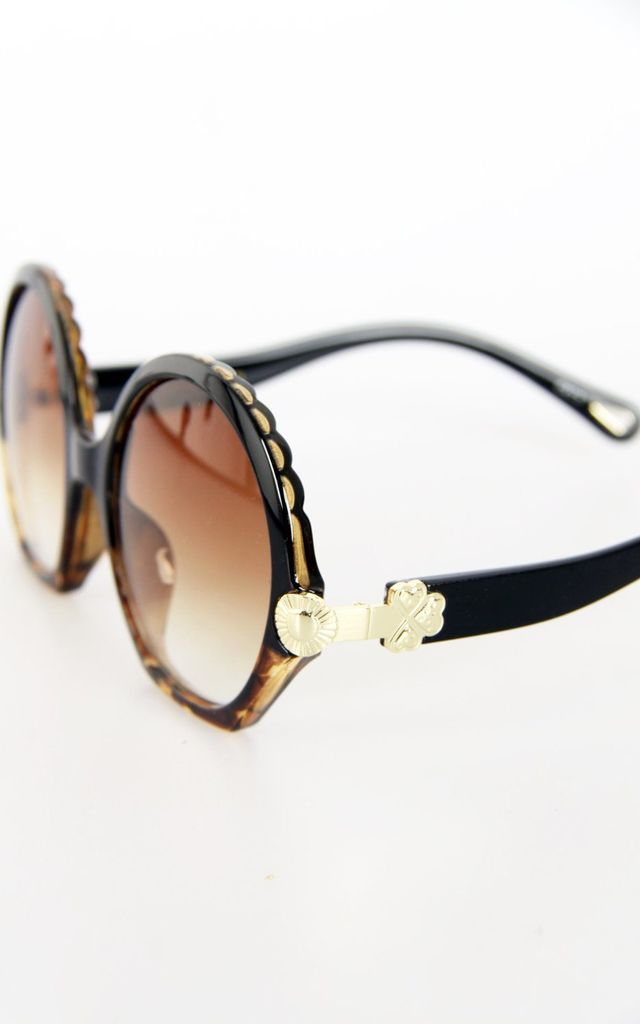 LEOPARD ROUND SCALLOP EDGE DETAIL FLAT BOTTOM SUNGLASSES by LOES House
