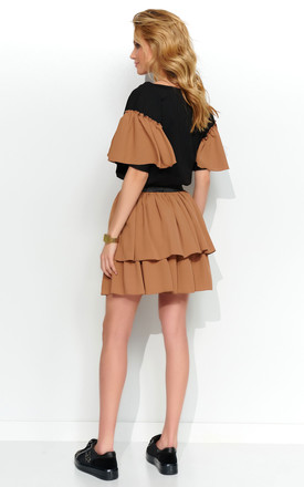 Set with Skirt and Frilly Blouse in Black and Camel by Makadamia