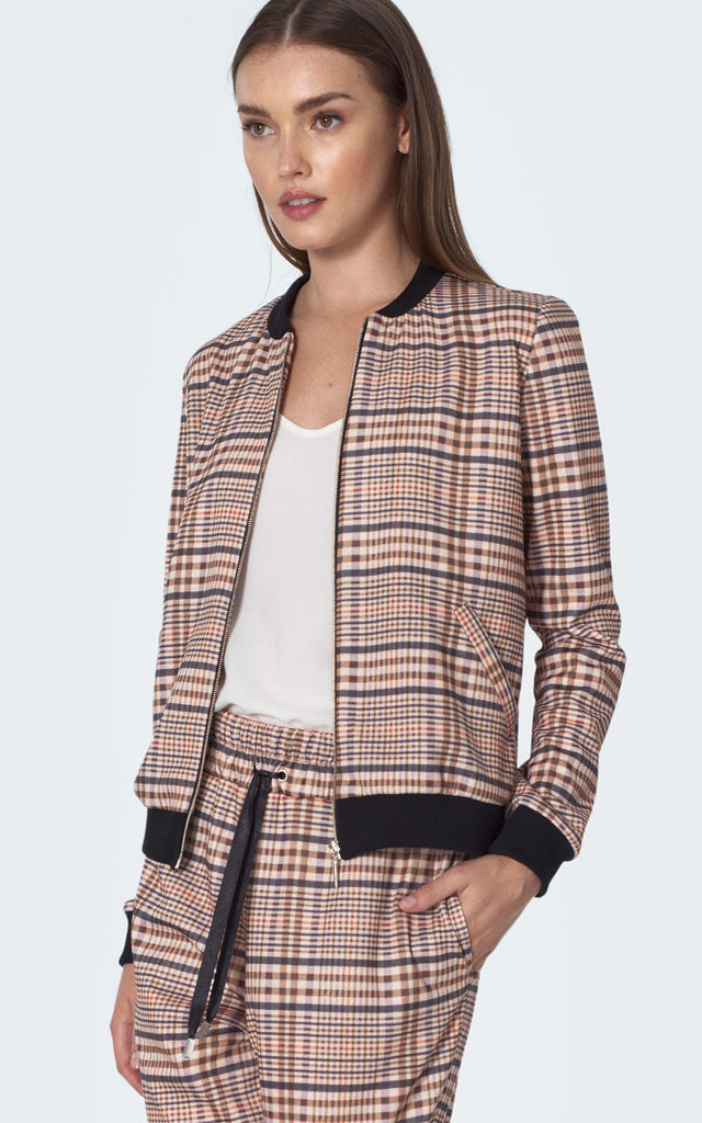 Bomber jacket in checkered by so.Nife