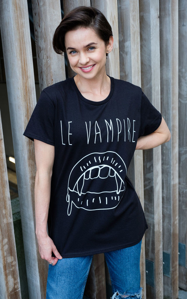 Le Vampire Women's Halloween T-Shirt by Batch1