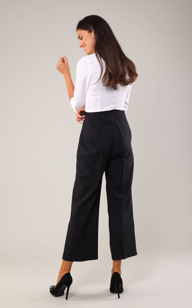 7/8 Leg Trousers with High Waist in Black by Bergamo