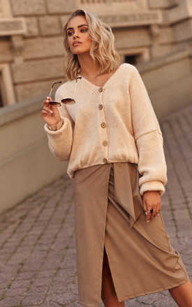 Loose Cardigan Fastened with Buttons in Beige by Makadamia