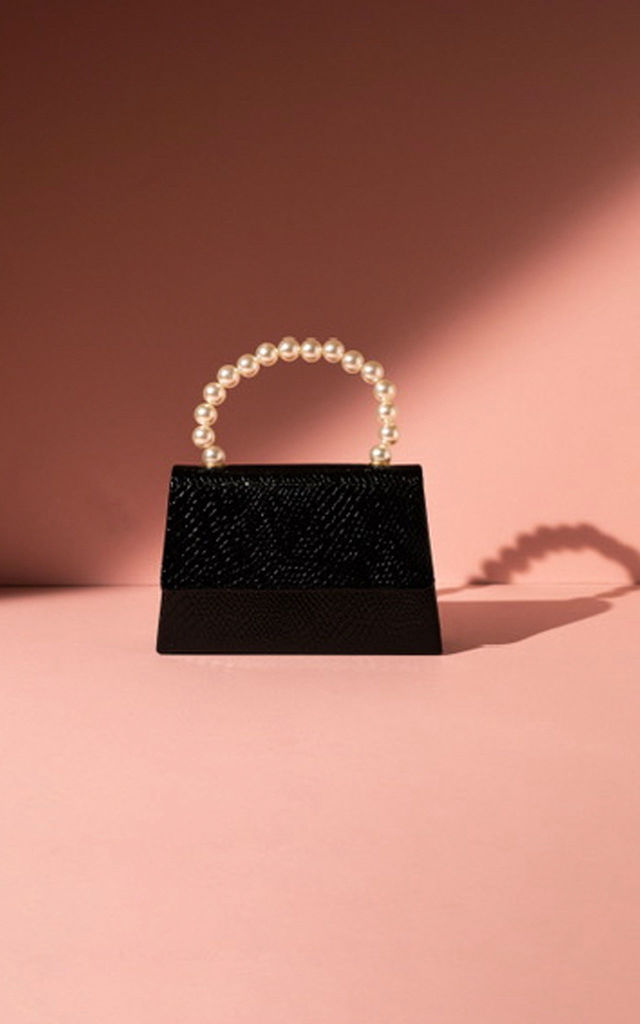 Black snake effect pearl handle by Hello Handbag