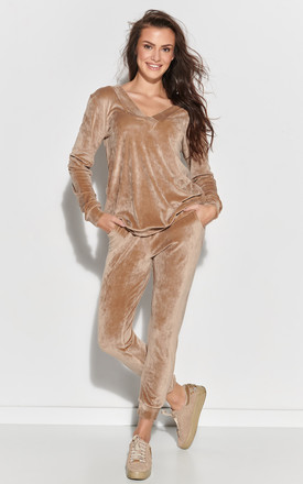 Cozy Velour Tracksuit in Beige by Makadamia