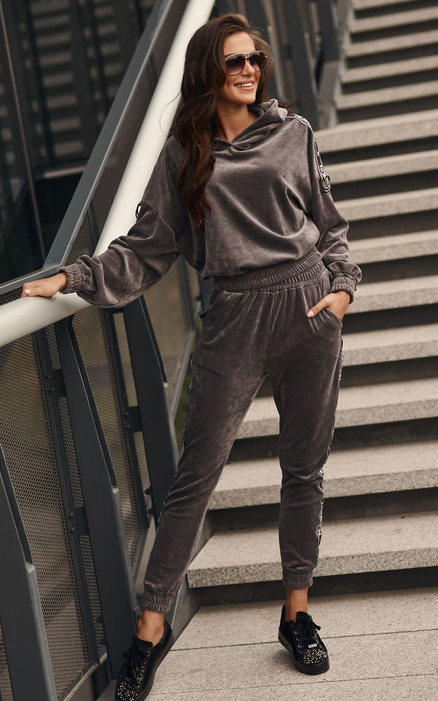 Comfy Tracksuit with Decorative Strap in Grey by Makadamia