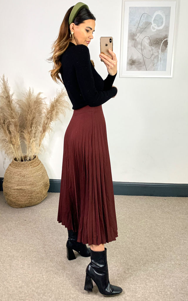 Pleated Skirt by Yumi