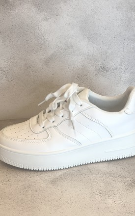 White trainers by Unscripted