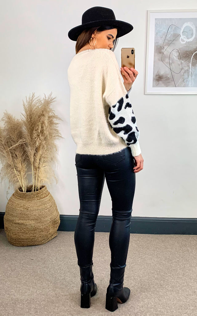 Cream Animal Block Fuzzy Jumper by APRICOT
