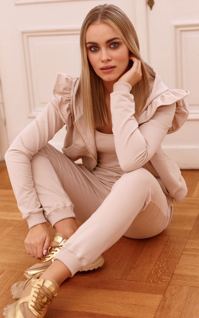 Elegant Tracksuit with Frill and Hoodie in Beige by Makadamia
