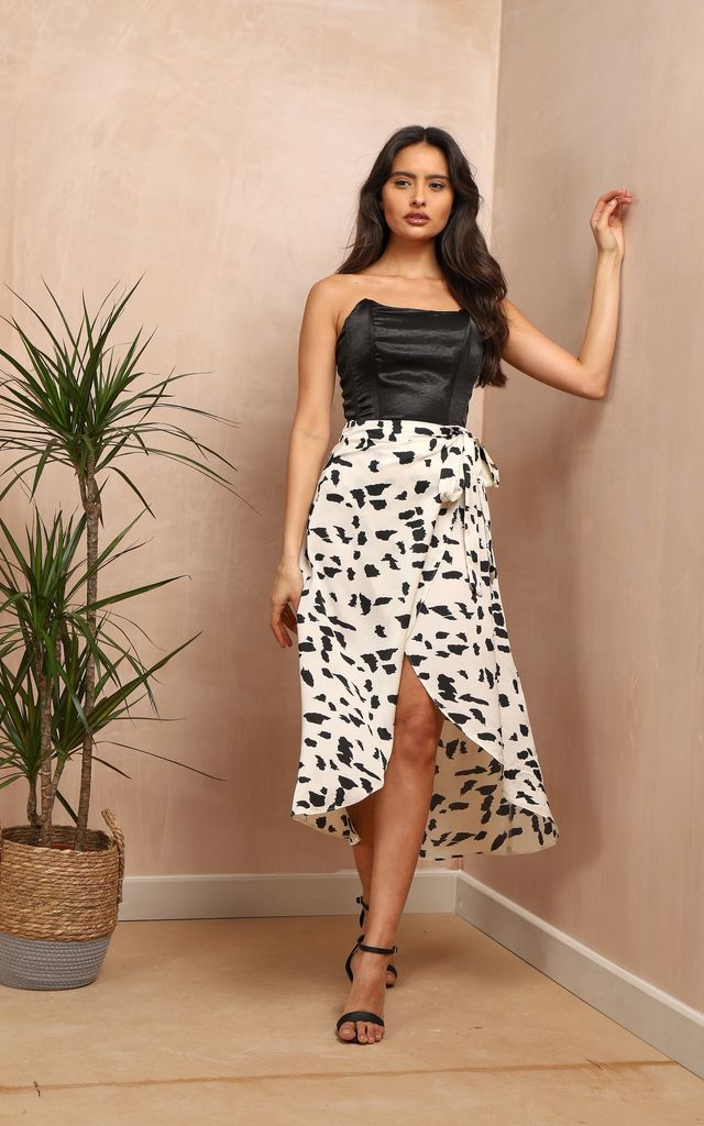 White Wrap Skirt In Monochrome Print by Oeuvre